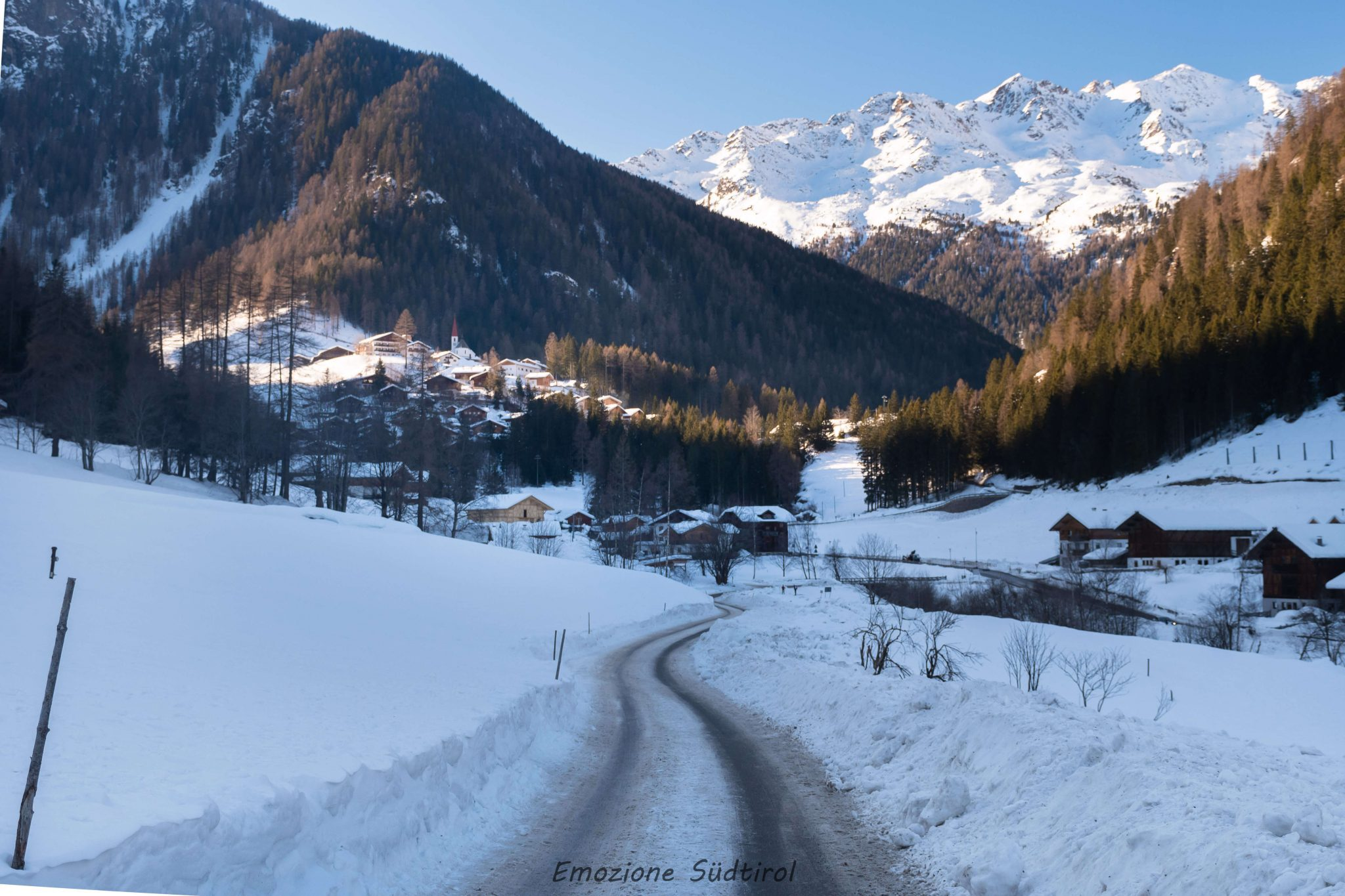 On the road in Val d'Ultimo in inverno